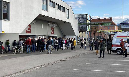 Die Szenen vom Samstag vor der Messehalle 3 in Klagenfurt sollen sich nicht wiederholen
