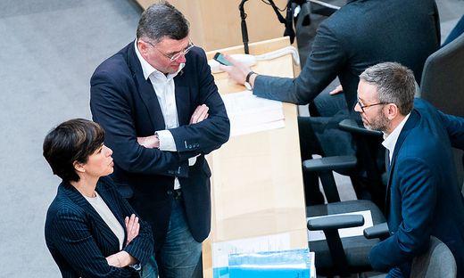 Allianz von SPÖ und FPÖ gegen Kanzler Kurz