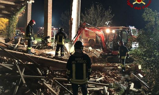 ITALY-EXPLOSION-FIREFIGHTERS