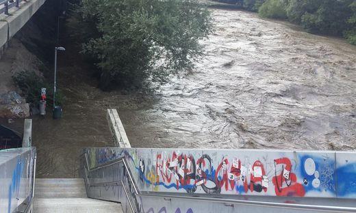 Die Murpromenade in Graz steht immer wieder unter Wasser