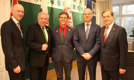 Jürgen Winter, Hermann Schützenhöfer, Timothy Shriver, Tibor Navracsics und Rudi Roth in der Grazer Burg