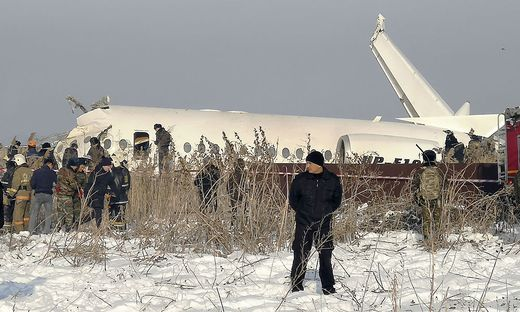 Fokker 100 prallte in eine Betonmauer und in ein zweistöckiges Gebäude