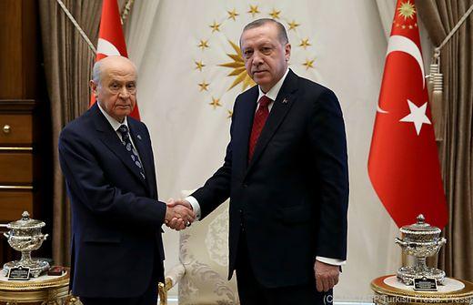 Erdogan kündigt vorgezogene Neuwahlen an