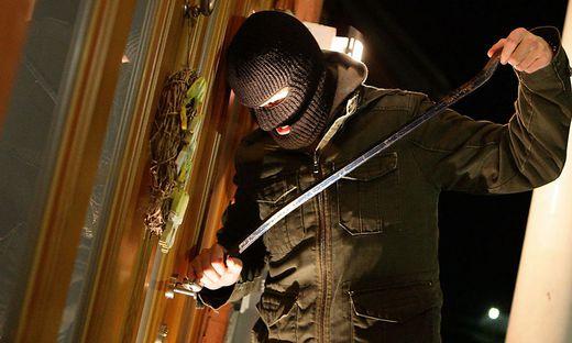 Zwei Täter brachen in der Nacht auf Freitag bei der Firma Tauernfleisch ein. Sie wurden vom Firmenchef überrascht (Symbolfoto)