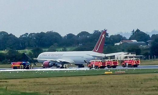 Fahrwerk einer Boeing-Maschine fing Feuer
