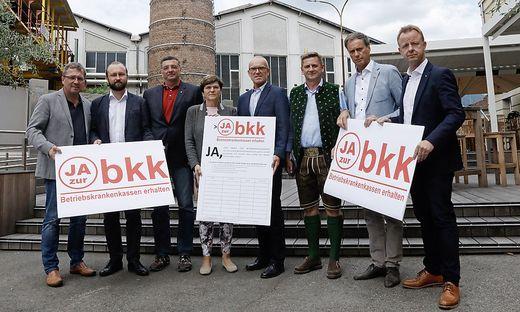 """Stilecht vor der Böhler-Kulisse: Koch, Lercher, Leichtfried, Sandler, Bacun, Wallner, Kratzer und Abl sagen """"Ja zur BKK"""""""