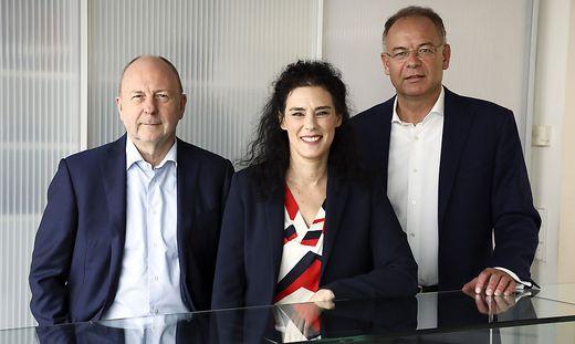 Von rechts: Heimo Scheuch, Solveig Menard-Gallii, Willy Van Riet