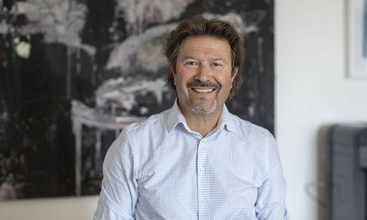 Peter Karpf in seinem Büro in der Landesregierung
