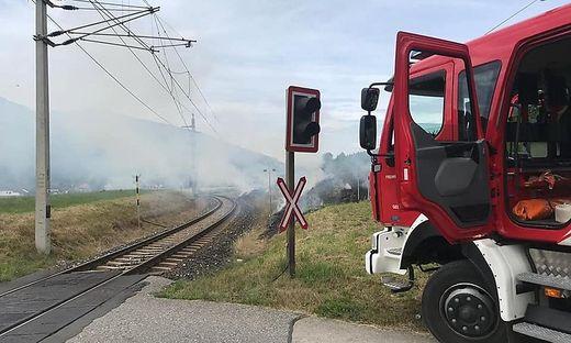 Zu mehreren Bahndammbränden mussten die Feuerwehren am Ossiacher See am Donnerstag ausrücken