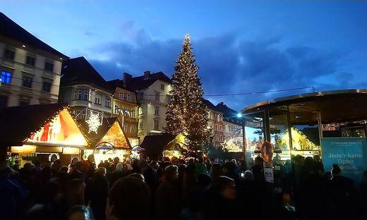 Es wird Nacht am Grazer Hauptplatz