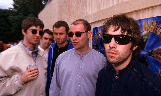 60/ Portrait 97: Oasis, re + li: Bandleader und S�nger die Br�der Liam + Noel Gallagher; Pop, Rock n Roll, Rock, Musik,