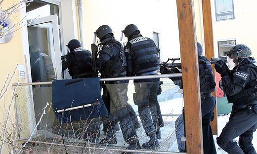 Der Mann wurde von der Polizei-Einheit Cobra festgenommen