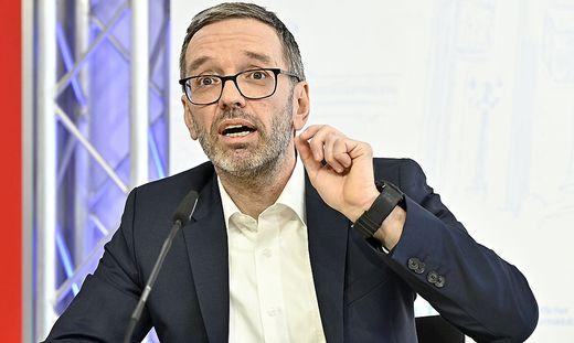 Herbert Kickl kündigt eine Strafanzeige gegen die Post an