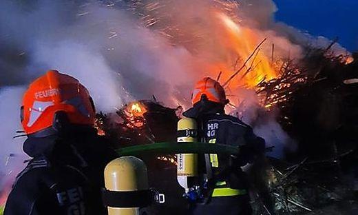 Die Wasserversorgung stellte die Feuerwehr vor eine Herausforderung