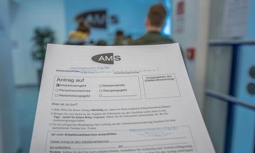 Zurzeit sind fast 425.000 Menschen in Österreich ohne Job. Experten schließen nicht mehr aus, dass die Zahl im Winter auf mehr als 500.000 steigen wird