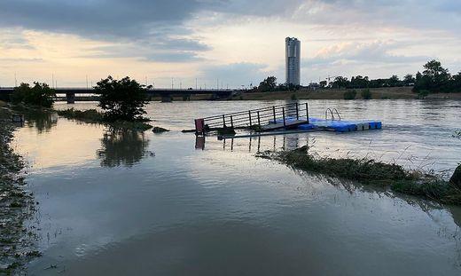 Die Neue Donau, der Badesee der Wiener, hat sich in einen reißenden Fluss verwandelt