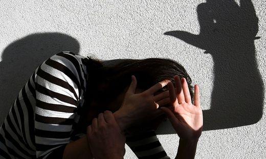 Nach Abschluss der Erhebungen wird der 43-Jährige angezeigt, der seine Lebensgefährtin geschlagen hat