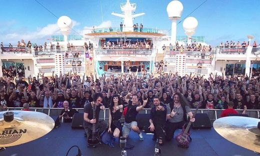 "Visions of Atlantis an Bord von ""70000 Tons of Metal"" in Mexiko"