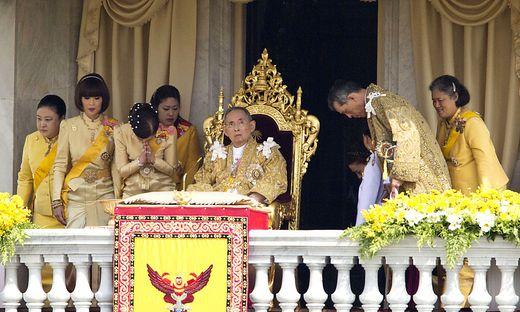Bhumibol Adulyadej, Somsavali, Ubolratana, Chulabhorn, Siribhachudabhorn, Srirasm, Dipangkorn Rasmijoti, Vajiralongkorn, Sirindhorn