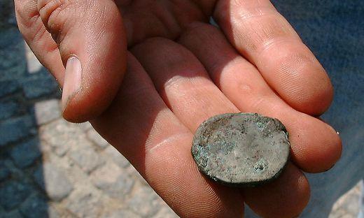 Archäologie Römischer Münzfund In Japan Gibt Rätsel Auf