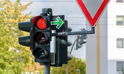 Vor einer Ampel in der Kärntner Straße in Graz kam es am Samstag zu einem Unfall (Sujetbild)