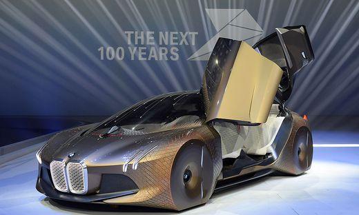 Jubilaumsgala Zum 100 Geburtstag Bmw Prasentiert Auto Der Zukunft