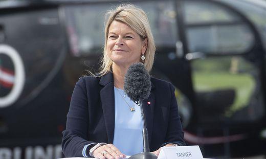 Verteidigungsministerin Klaudia Tanner freut sich über ein Plus von 8,3 Prozent im Heeresbudget