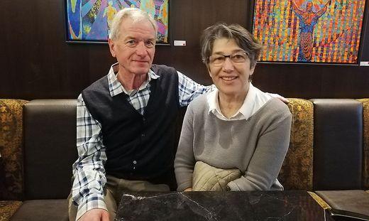Zurück im Leben: Peter Pessl mit  seiner Frau Angelika.
