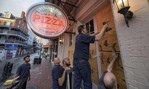 Menschen in New Orleans bereiten sich so gut es geht vor