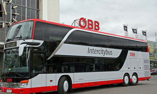 Studentin bei Busfahrt in Laderaum eingesperrt