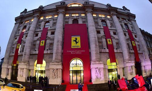 Archivbild: Die Mailänder Börse beim Börsegang von Ferrari