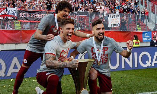 Patrick Farkas (vorne links) jubelte über ein Tor und den Cup-Pokal