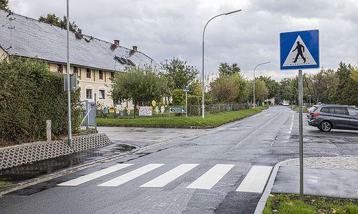 Neuer Schutzweg Pfarrkindergarten Auer-von-Welsbach-Straße St. Theresia Kirche Klagenfurt Oktober 2021
