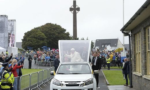 IRELAND-VATICAN-RELIGION-POPE