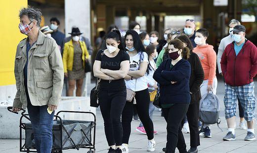 Ein Sinnbild der letzten Woche - die Maske als ständiger Begleiter