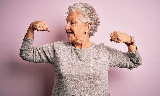 Mit den richtigen Übungen halten Sie den Oberkörper fit für den Alltag.