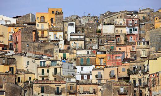 Bilder Mit Häusern gegen das aussterben sizilien lockt mit häusern für einen
