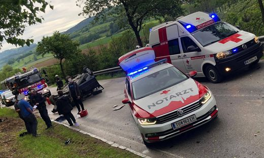Pkw überschlug sich: Lenker verletzt