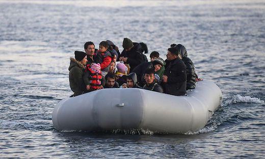 Die Türkei will Migranten in Booten an der Überfahrt hindern