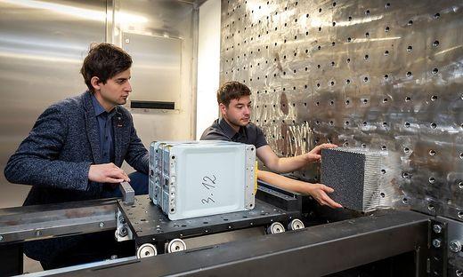Crash-Test für eine Batteriezelle im neuen Battery Safety Center Graz