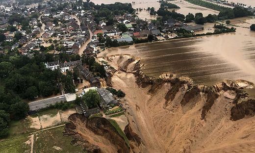 In Erftstadt brach bei dem Unwetter am 15. Juli die Erde ein, es bildete sich ein Krater