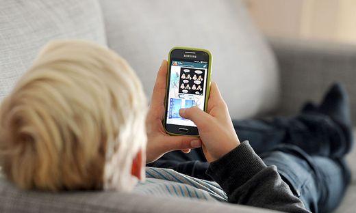 Wieviel Zeit sollen Kinder mit ihrem Handy verbringen?