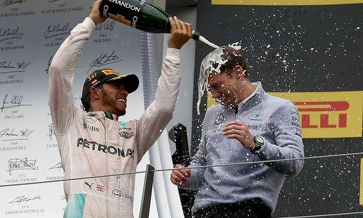 Lewis Hamilton (links) mit Mercedes-Teamchef Toto Wolff