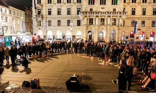 """Fridays for Future""-Mahnwache vor dem Rathaus"