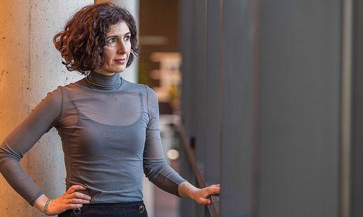 Nava Ebrahimi: geboren im Iran, aufgewachsen in Deutschland, seit acht Jahren lebt die Schriftstellerin in Österreich