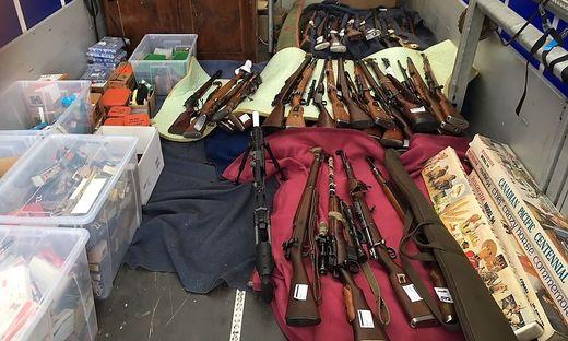 Die Polizei hat 2018 beim Verdächtigen ein Waffenarsenal beschlagnahmt