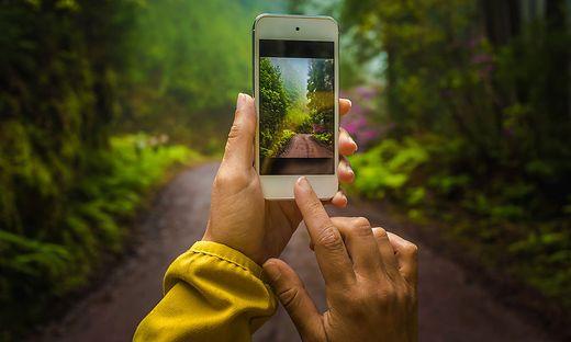 Mit Smartphone ist die Kamera immer dabei: Die Fotos werden nicht nur geschossen, sondern mit vielen Menschen gleichzeitig geteilt