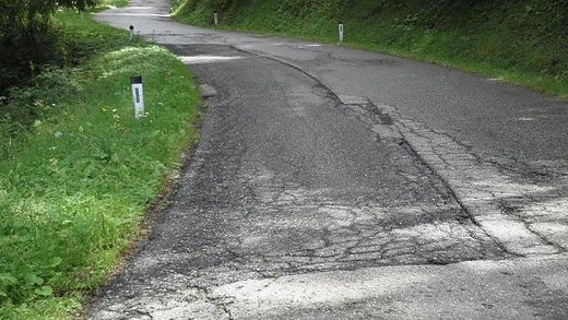 Gravierende Schäden an der Knappenberger Straße - eine Sanierung ist nötig