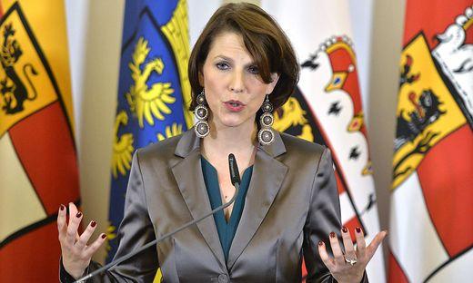Staatssekretärin Karoline Edtstadler hat sich zu einem Statement zum FPÖ-Caritas-Streit hinreißen lassen