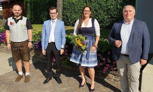 Petra Weberhofer im Kreise der SPÖ-Gratulanten